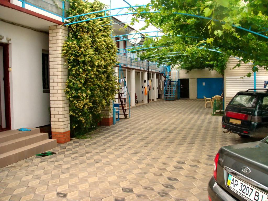 Территория гостевого дома Журавушка