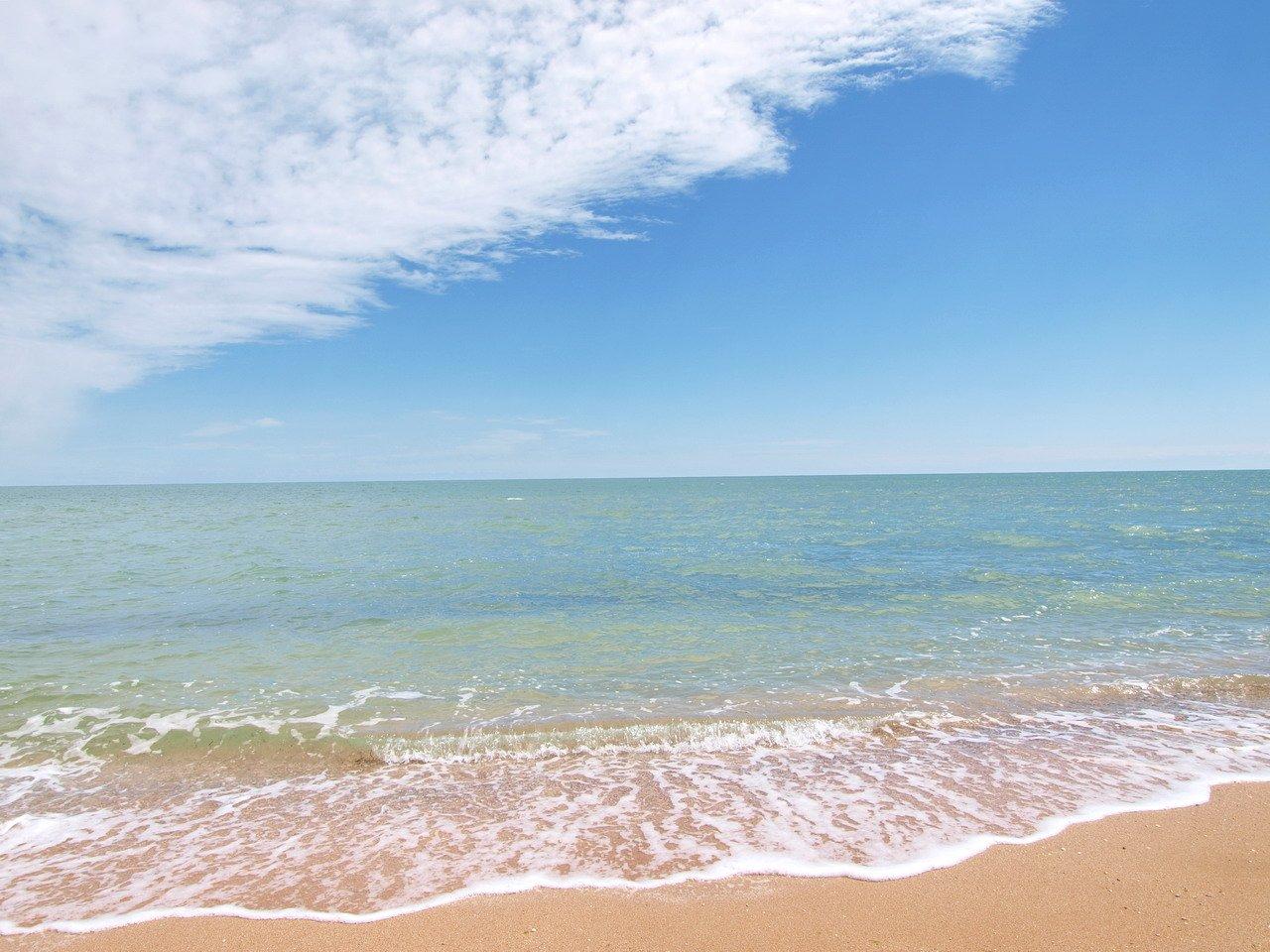 Картинки по запросу арабатская стрілка пляж фото