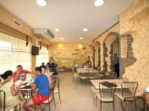 Основной зал кафе Золотой Лев