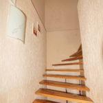 Двухэтажный коттедж, лестница