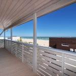 Вид с террасы на пляж и море