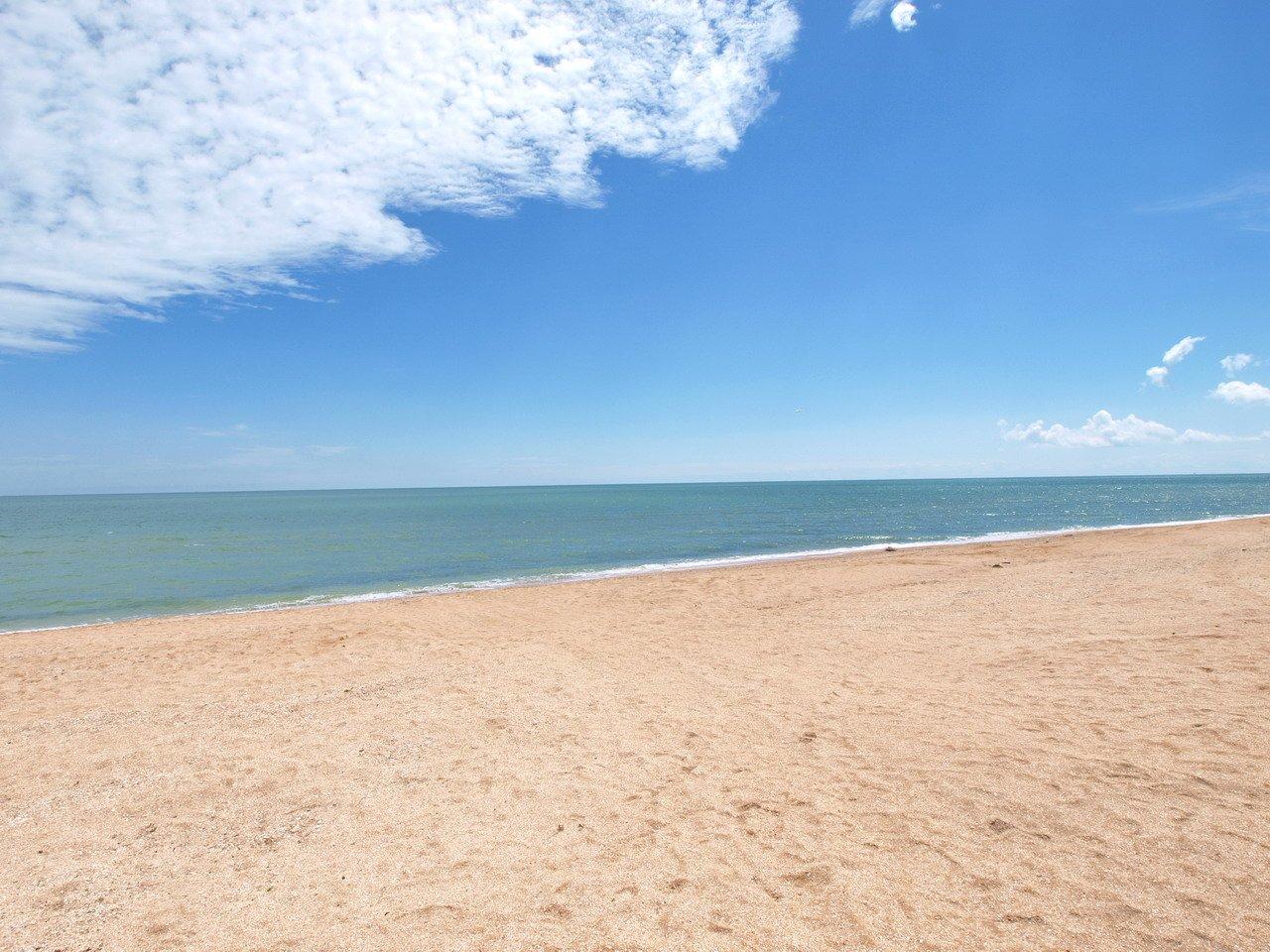 Стрелковое. Пляж и море