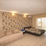 Номер «Люкс» 2-4-х местный семейный с кухней и индивидуальным балконом (двуспальная кровать и диван)