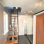 Лестница и коридор