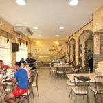 Основной зал кафе «Золотой Лев»