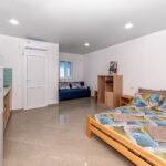 Номер «Люкс» с кухней, кровать и диван